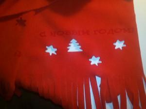 шарф с новогодней надписью